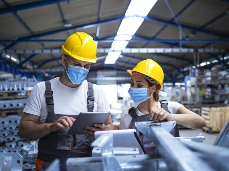 Corona und Arbeitsschutz: In 8 Schritten zu einem sicheren Arbeitsumfeld für MitarbeiterInnen und zur Sicherstellung des laufenden Betriebs nach den neuesten Verordnungen.
