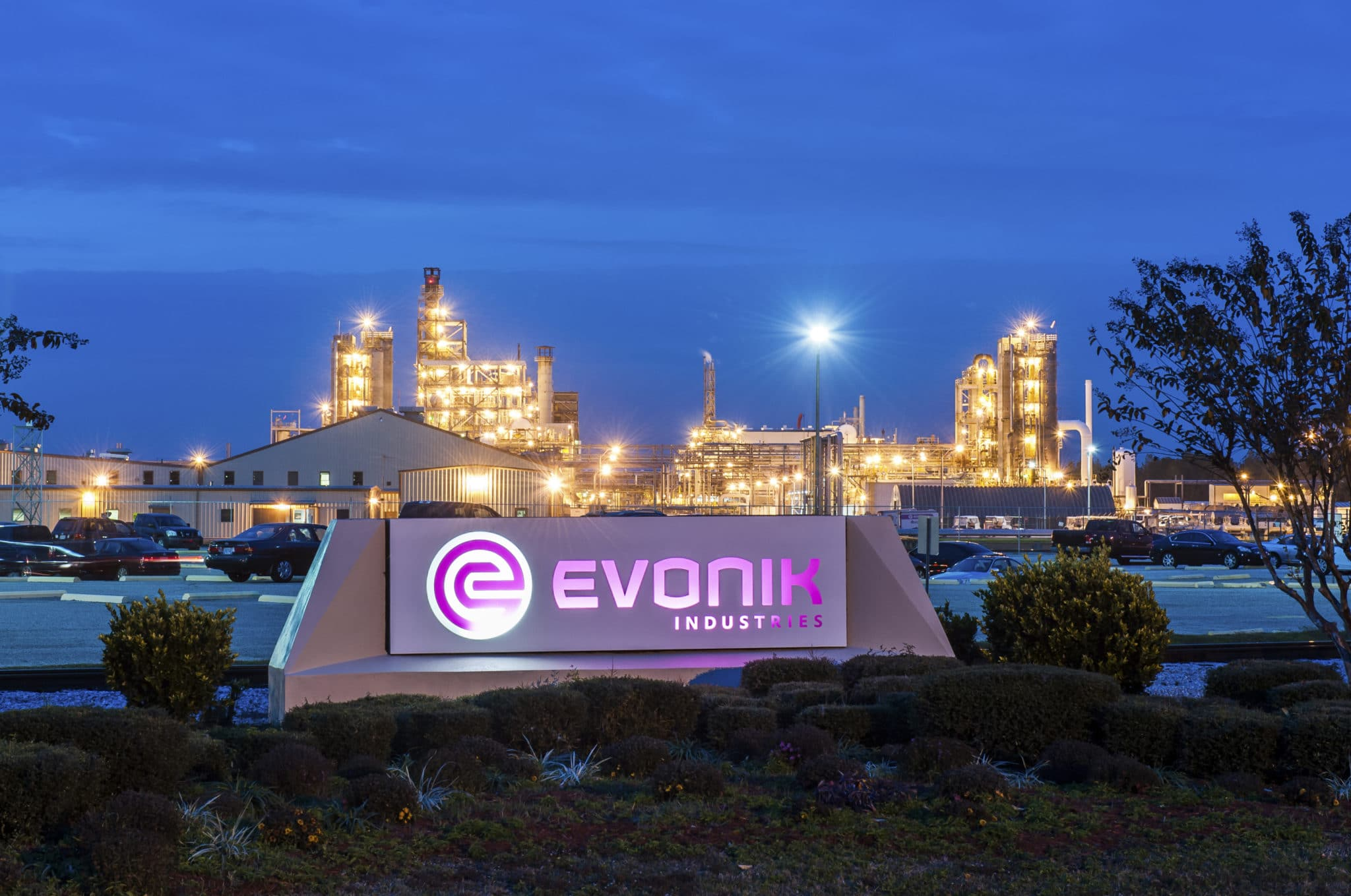 From digital transformation roadmap to global practice. Evonik drives digitization at global production sites with Testify.
